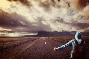 trastorno obsesivo compulsivo, como tratarlo, chico haciendo autostop